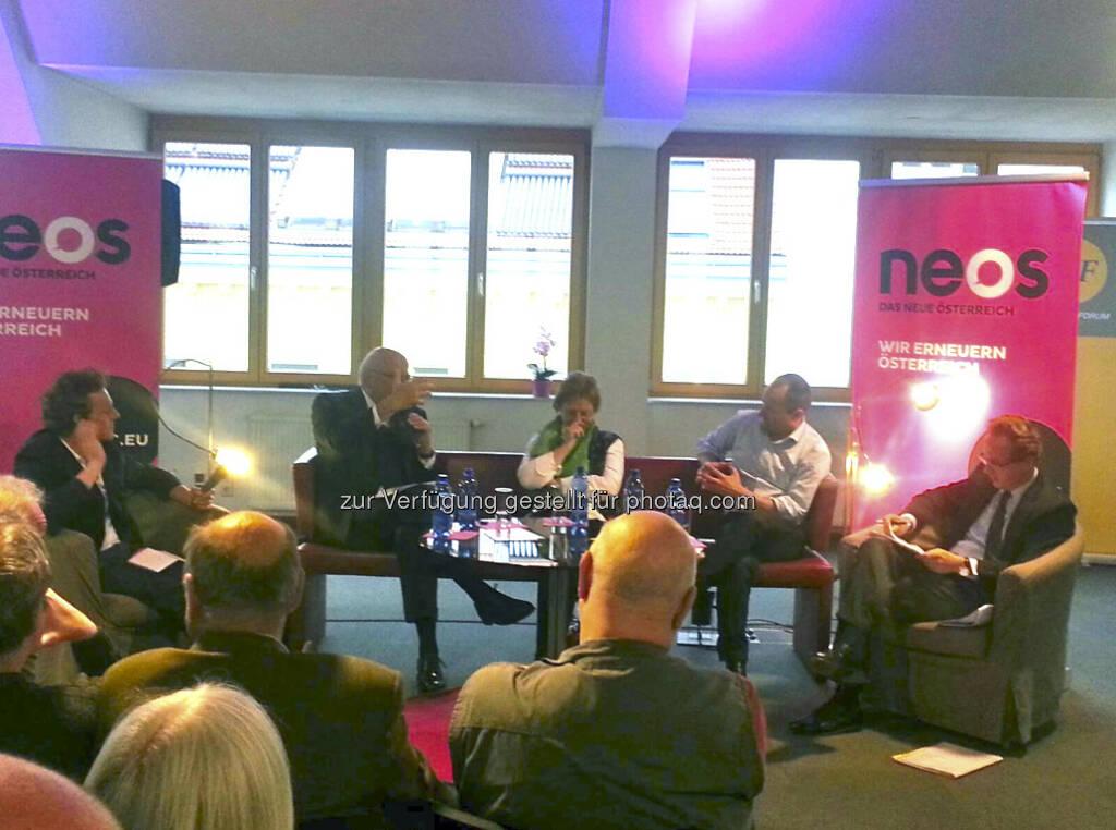Georg Kapsch, Gudrun Biffl, Claus Raidl und Matthias Stolz beim NEOS Wirtschaftsforum. Moderation: Andi Schnauder, Der Standard (30.04.2013)