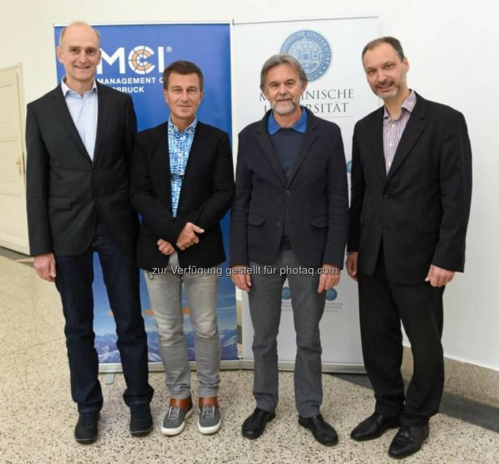 """Alexander Trockenbacher (Dozent im Biotechnologie-Department des MCI, Mitglied des Entwicklungsteams), Peter Loidl (Vizerektor MUI), Bernhard Redl (Leiter des Masterstudiums Molekularmedizin, MUI), Christoph Griesbeck (Leiter des MCI-Biotechnologie-Departments) : Kombiniertes Masterstudium von Medizinischer Universität Innsbruck und Management Center Innsbruck - Molekulare Medizin (MUI) und Biotechnologie (MCI) als """"Connected Programs"""" kombinierbar : Fotocredit: MCI, © Aussendung (25.10.2016)"""