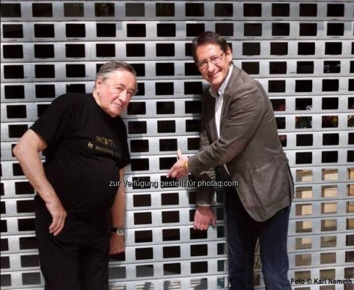 BZÖ-Chef Klubobmann Josef Bucher forderte am 1.Mai im Rahmen einer gemeinsamen Pressekonferenz mit Baumeister Richard Lugner in der Lugner City eine Ausweitung der Ladenöffnungszeiten (c) BZÖ