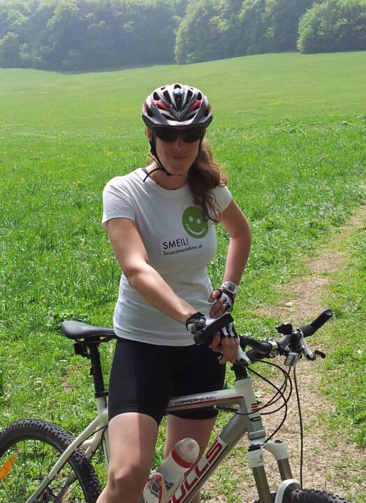 Mountainbike Smeil! Barbara Csar, langjähriges Mitglied im Österreichischen Nationalteam Florettfechten, Olympia-Kampfrichterin