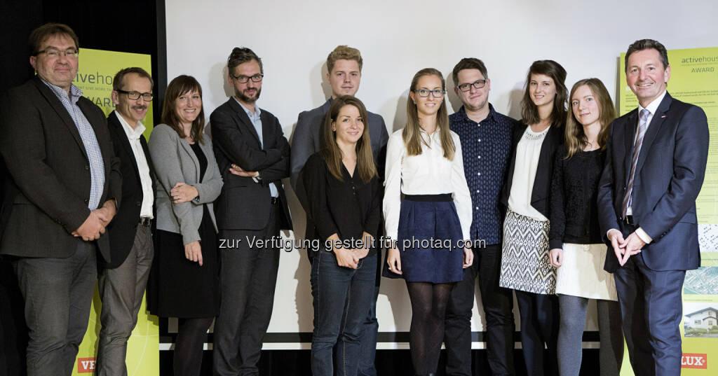 Wolfgang Ullmann (Leiter der Bauabteilung Wolkersdorf), Martin Stuber (Architekt und Jurymitglied), Klára Bukolská (Velux Architektin und Jurymitglied), Adam Gebrian (Architekt und Jurymitglied), Lukáš Kavaššay (Sieger des Active House Awards), Jana Zavřelová (Zweitplatzierte), Julia Giláňová (Drittplatzierte), Kryštof Foltýn, Dominika Gáborová und Anna Šlapáková (Studenten, deren Projekte honoriert wurden), Michael Walter (GF Velux Österreich) : Fachjury prämiert Sieger des Velux Active House Awards 2016 : Fotocredit: Velux/Fotografin Patricia Weisskirchner, © Aussendung (27.10.2016)