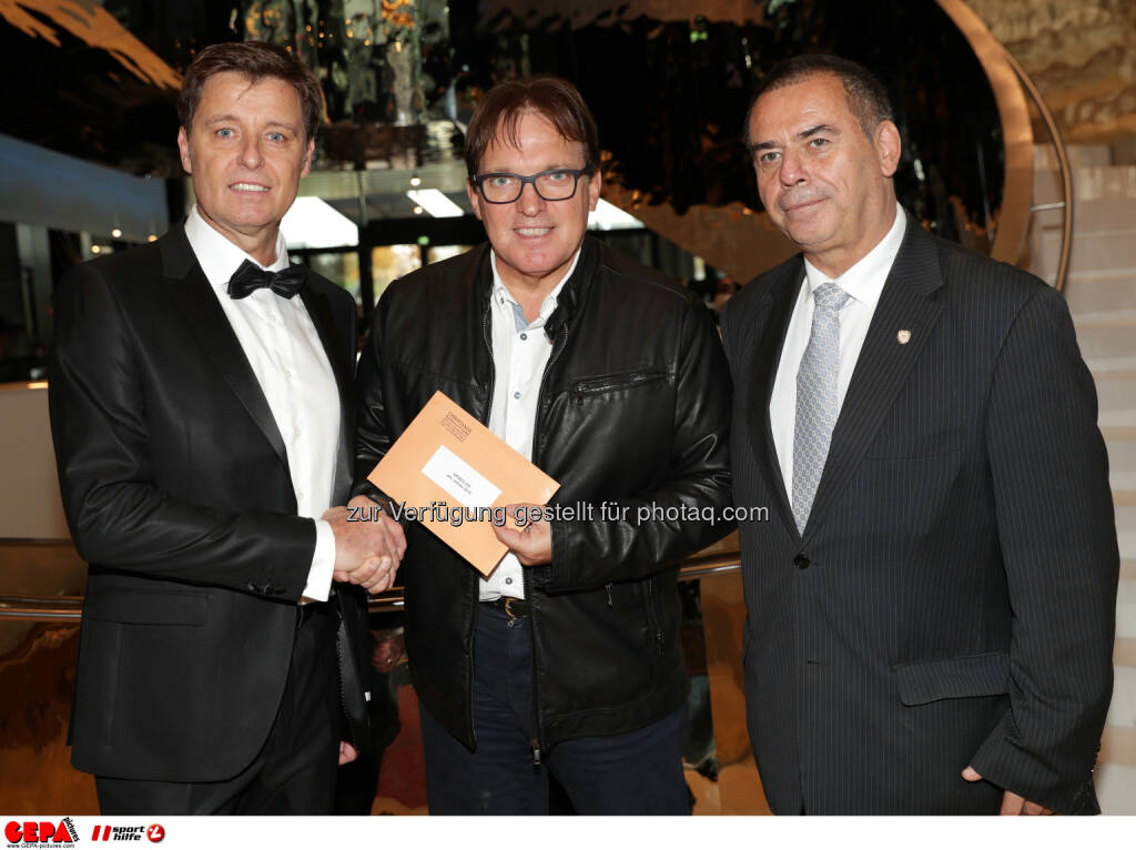 Harald Bauer (Sporthilfe), notary Harald Christandl and general secretary Joe Langer (Sports Media). Photo: GEPA pictures/ Walter Luger (28.10.2016)
