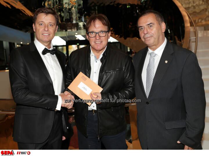 Harald Bauer (Sporthilfe), notary Harald Christandl and general secretary Joe Langer (Sports Media). Photo: GEPA pictures/ Walter Luger