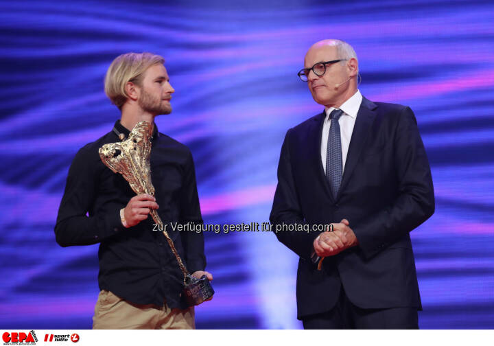 Peter Hackmair (Play together now) and president Karl Stoss (OEOC) Photo: GEPA pictures/ Christian Walgram