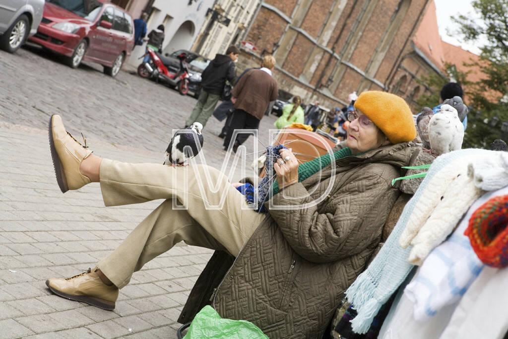 Frau mit Taube, © Martina Draper (02.05.2013)