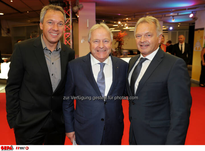 Fritz Strobl, president Leo Windtner (OEFB) and Hans Pum (OESV) Photo: GEPA pictures/ Walter Luger