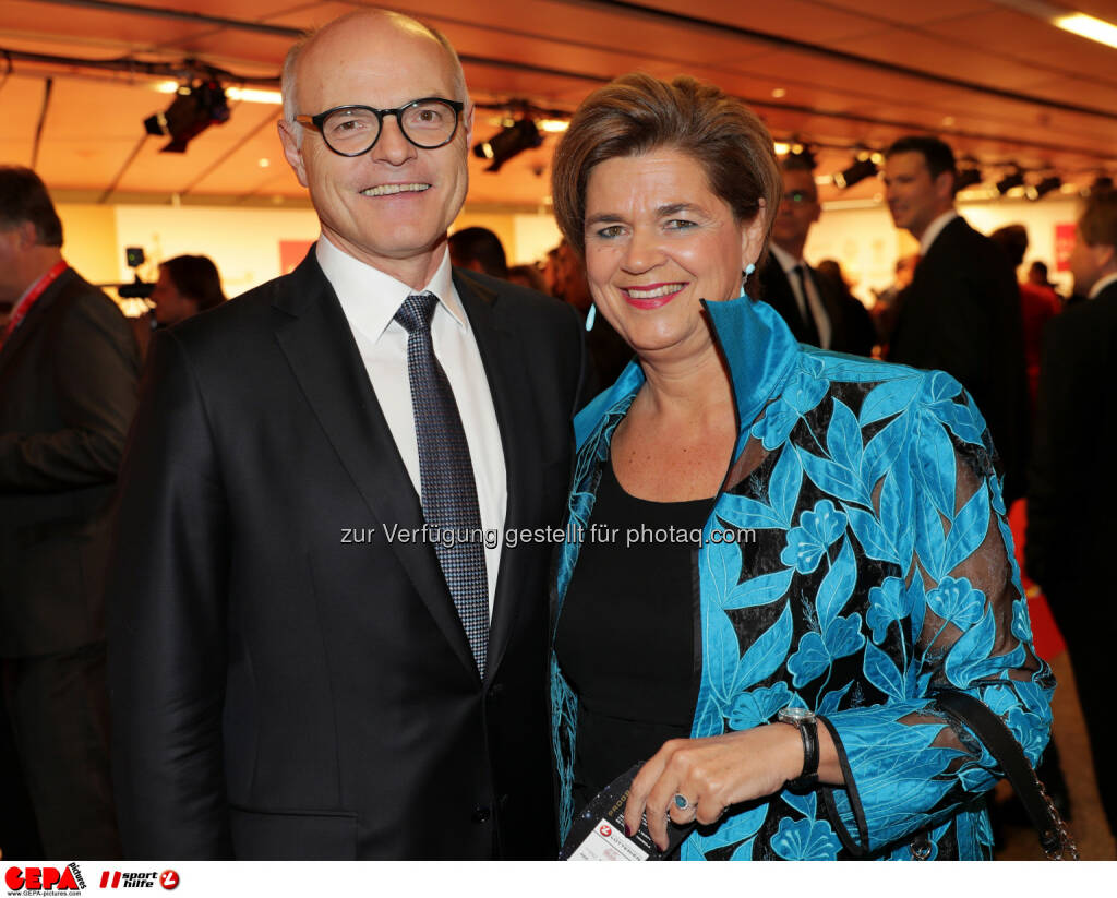 Karl Stoss (OEOC) and Bettina Glatz-Kremsner (Lotterien) Photo: GEPA pictures/ Walter Luger (28.10.2016)