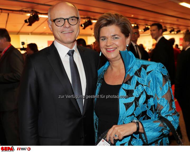 Karl Stoss (OEOC) and Bettina Glatz-Kremsner (Lotterien) Photo: GEPA pictures/ Walter Luger