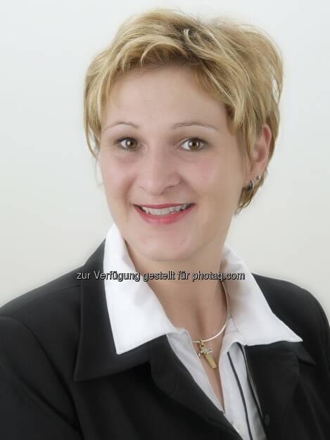 """Andrea Bodner, Vermögensberaterin Partner Bank AG meint: Pensionsvorsorge für Frauen immer wichtiger - """"um einem gesicherten Lebensabend entgegenzublicken, ist es empfehlenswert, dass """"frau"""" auch privat vorsorgt. Egal ob im Lebensalter von 30, 40 Jahren oder später, eine Einlage lohnt sich allemal. Auch wenn das Sparen nicht zu jedem Zeitpunkt leistbar ist, gibt es Alternativen für die finanzielle Absicherung"""" (c) Aussendung (02.05.2013)"""
