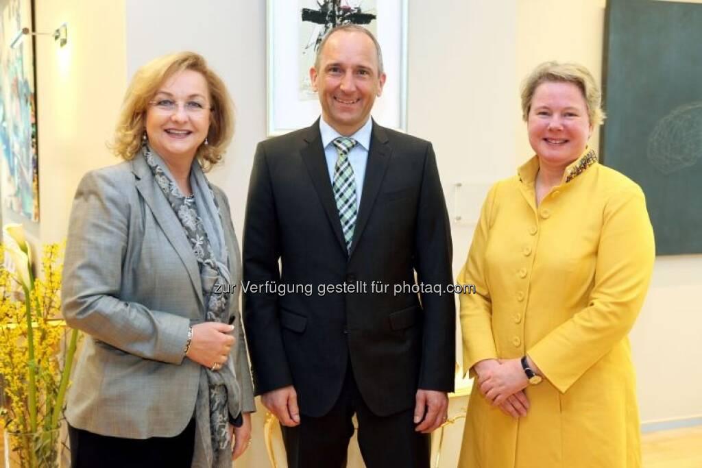 Maria Fekter mit Regierungschef Adrian Hasler (Liechtenstein) und Botschafterin Maria-Pia Kothbauer (Prinzessin von und zu Liechtenstein), © BMF (02.05.2013)