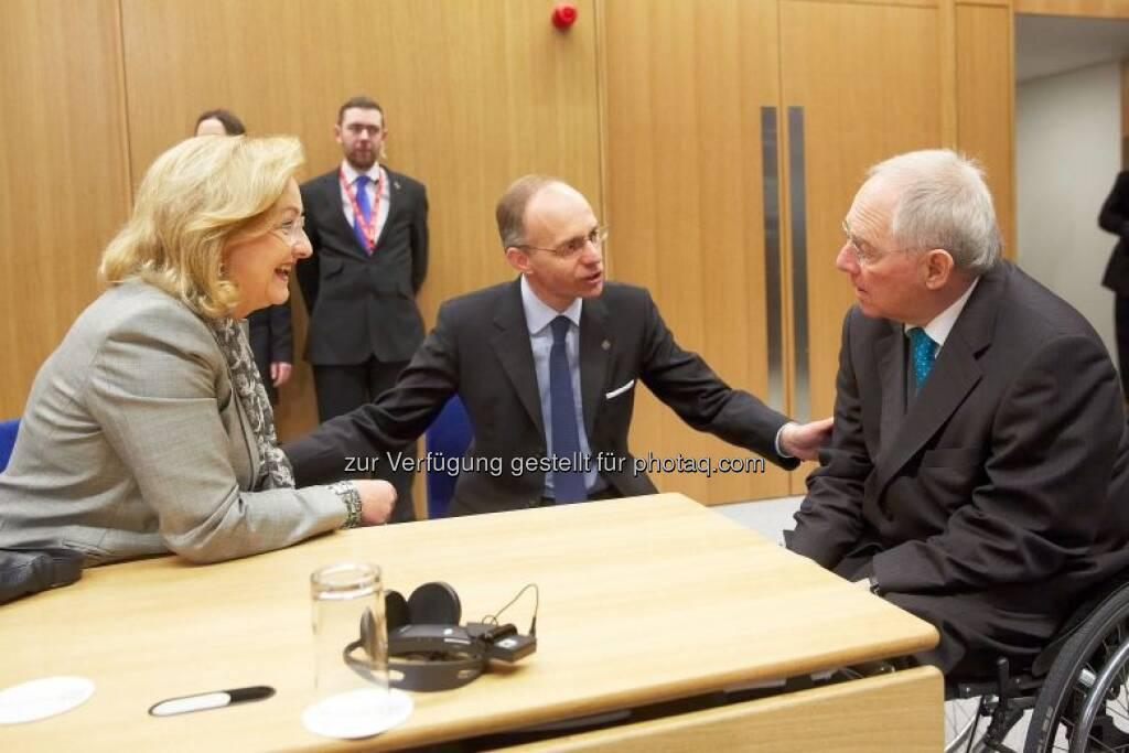 Maria Fekter  im Gespräch mit dem luxemburgischen Finanzminister Luc Frieden (mi.) und dem deutschen Finanzminister Wolfgang Schäuble (re.), © BMF (02.05.2013)