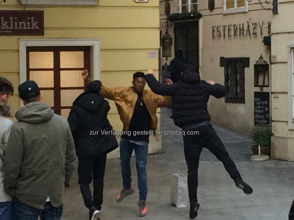 David Alaba, Marco Arnautovic und Aleksandar Dragovic beim Einstudieren von neuen Torjubelszenen (c) Erwin Hof  (11.11.2016)