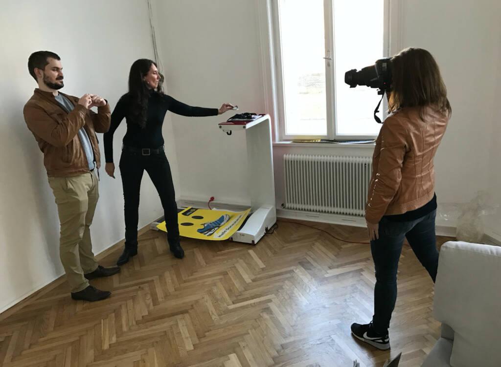 Herzerlbaum: Arian Simon und Petra Augustyn werden in unserem Office für Heute fotografiert (22.11.2016)