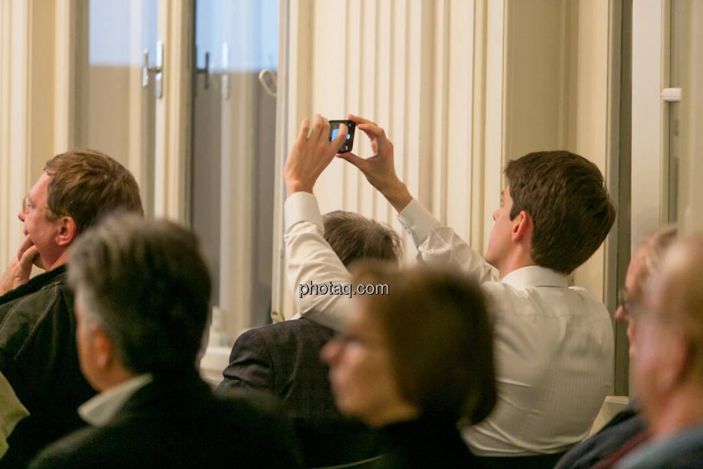 BSN Roadshow, Handy, fotografieren, Selfie, © Martina Draper/photaq (27.11.2016)