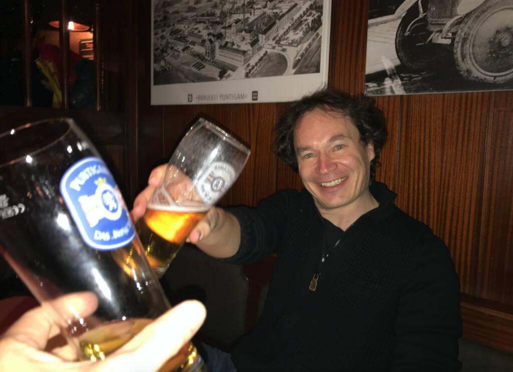 Prost mit Jan Schwieger. Das war vor 15 Jahren lässig und ist es nach wie vor  (28.11.2016)