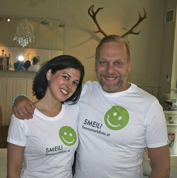 Geweih Smeil! Naomi Fiby und Heinz Karasek aus der Serie http://finanzmarktfoto.at/page/index/444