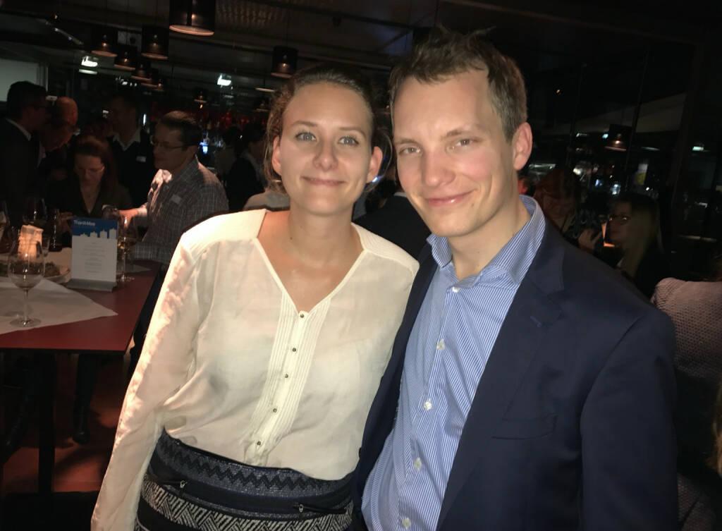 S Immo Weihnachtsfeier: Aktientrophy.at-Team Julia Pleschke, Leo Steinmann (05.12.2016)