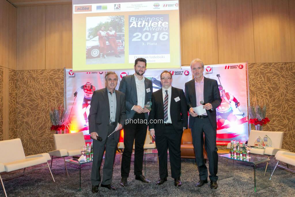 Hans Huber, Damian Izdebski (techbold technology group, 3. Platz Business Athlete Award 2016), Gregor Rosinger (Rosinger Group), Christian Drastil (BSN), © Martina Draper/photaq (06.12.2016)