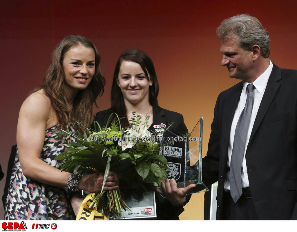 Tina Maze (SLO), Nina Lach (AUT) und Guenther Sagmeister (Kleine Zeitung), Foto: GEPA pictures/ Markus Oberlaender (08.05.2013)