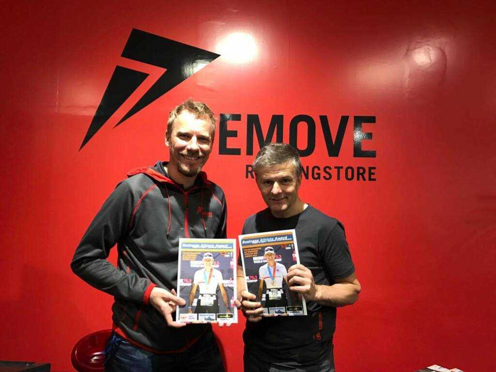 Werner Lichtenwörther und Michael Wernbacher (WeMove) mit dem Business Athlete Award Magazin (20.12.2016)