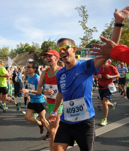 Werner Schrittwieser Mein Sportschnappschuss des Jahres: Tolle Atmosphäre beim Berlin Marathon erleben und Bernd als Personal Pacemaker zu einer tollen neuen Bestzeit verhelfen! - Voten und/oder auch sich selbst nominieren unter http://www.facebook.com/groups/Sportsblogged (26.12.2016)