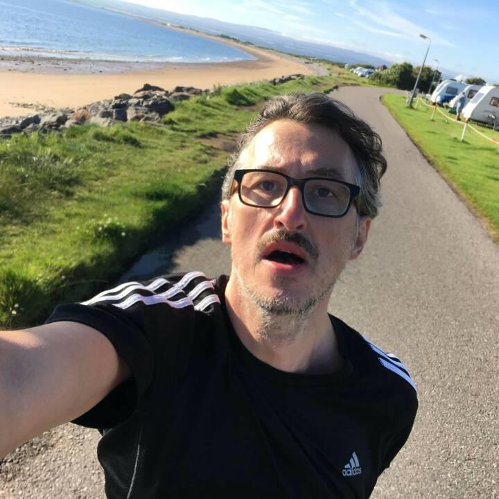 Josef Chladek Ein einprägsamer Moment, laufen im August in Schottland bei knapp 10 Grad - und Martina hat an der Fotografier-Haltung durchaus zurecht was auszusetzen :-) - Voten und/oder auch sich selbst nominieren unter http://www.facebook.com/groups/Sportsblogged