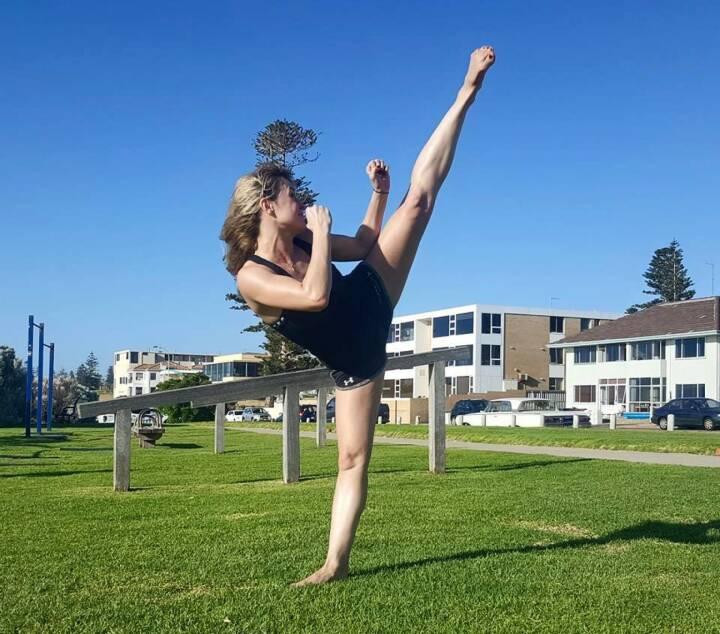 Lisa Kössler Nominierung Mein Sportschnappschuss 2016 >Kickboxing High-Kick in Australia< www.lisa-koessler.com - Voten und/oder auch sich selbst nominieren unter http://www.facebook.com/groups/Sportsblogged