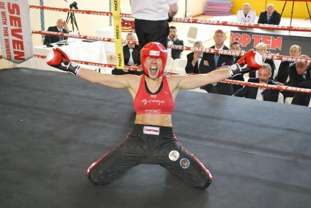 Nicole Trimmel Nominierung: Mein Sportschnappschuss 2016 - Europameisterin im Vollkontakt Kickboxen,-) - Voten und/oder auch sich selbst nominieren unter http://www.facebook.com/groups/Sportsblogged (28.12.2016)
