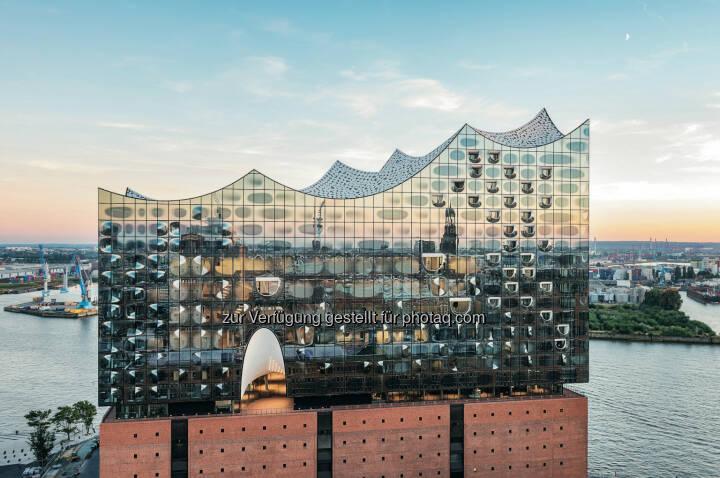 Zumtobel: m 11. Januar 2017 wird die Elbphilharmonie eröffnet. Zumtobel, eine Marke der Zumtobel Group, hat verschiedene Beleuchtungslösungen im Inneren des neuen Hamburger Wahrzeichens realisiert