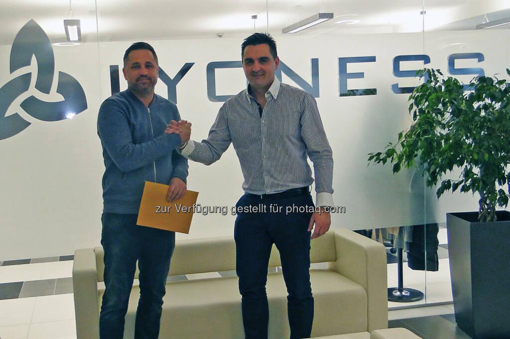 Marko Belinic, Operations Director KHL Medveščak Zagreb (links), und Vedran Ognjenović, Managing Director Lyoness Kroatien: Lyoness Europe AG: Lyoness fixiert neue Sportkooperation in Kroatien