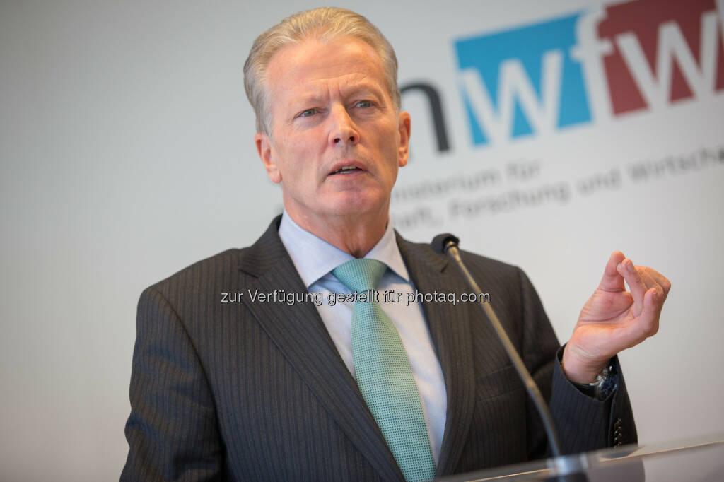 Reinhold Mitterlehner - Bundesministerium für Wissenschaft, Forschung und Wirtschaft: Mitterlehner startet neues Konjunkturpaket für Wissenschaft und Wirtschaft (Fotocredit: Jakob Glaser)
