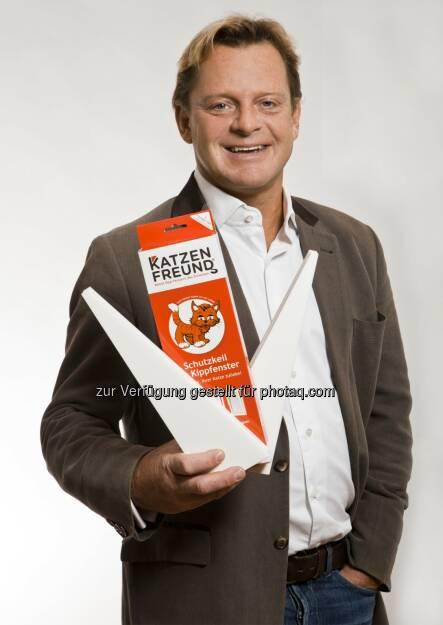 Thomas Ramsauer, Katzenfreund-Chef mit seinem Katzenschutzkeil (c) Aussendung (08.05.2013)