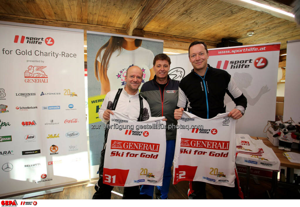 Ski for Gold Charity Race. Image shows Andy Lee Lang, managing director Harald Bauer (Sporthilfe) and Alex Kristan. Photo: GEPA pictures/ Daniel Goetzhaber (26.01.2017)