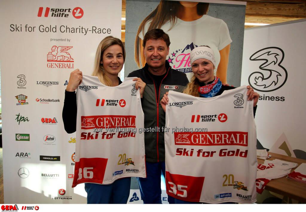 Ski for Gold Charity Race. Image shows Simone Gruber-Hofer, managing director Harald Bauer (Sporthilfe) and Elisabeth Reiter. Photo: GEPA pictures/ Daniel Goetzhaber (26.01.2017)