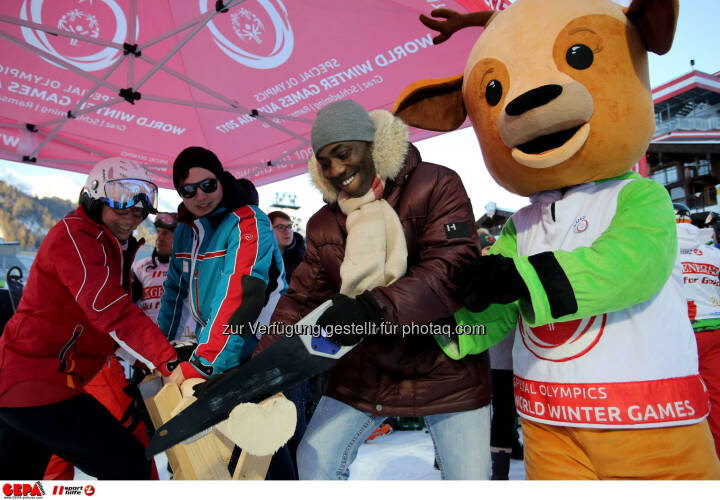 Ski for Gold Charity Race. Image shows Trevor Jackson and maskot Luis.Keywords: Special Olympics World Winter Games, SOWWG Austria 2017 preview. Photo: GEPA pictures/ Daniel Goetzhaber