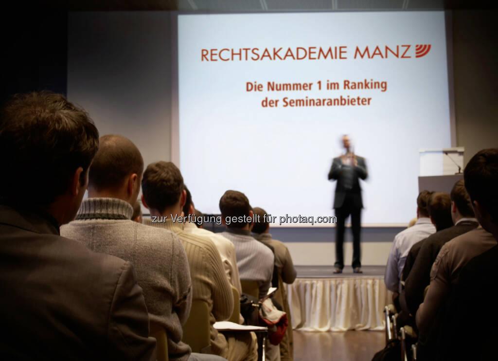 MANZ Rechtsakademie - MANZ'sche Verlags- und Universitätsbuchhandlung GmbH: MANZ Rechtsakademie auf Platz 1 des Industriemagazin-Seminaranbieter-Rankings (Fotocredit: mbbirdy – istockphoto.com), © Aussendung (02.02.2017)