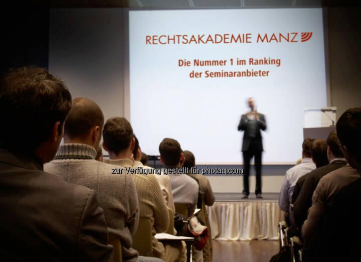 MANZ Rechtsakademie - MANZ'sche Verlags- und Universitätsbuchhandlung GmbH: MANZ Rechtsakademie auf Platz 1 des Industriemagazin-Seminaranbieter-Rankings (Fotocredit: mbbirdy – istockphoto.com)