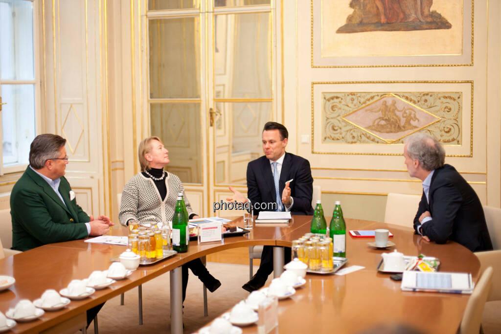 Karl-Heinz Strauss (Porr), Heike Arbter (RCB), Christoph Boschan (Wiener Börse), Christian Drastil (BSN), © Michaela Mejta (02.02.2017)
