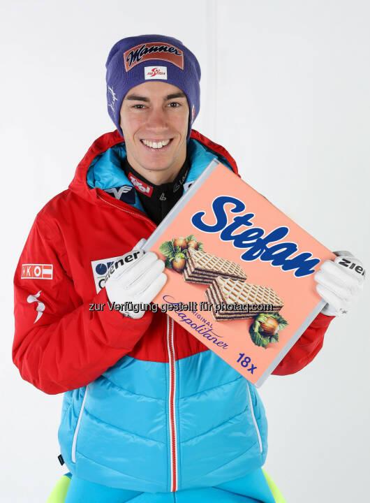 Manner Skispringer Stefan Kraft mit personalisierter Schnitte - Josef Manner & Comp. AG: Es gibt sie wieder: die individualisierbare Schnitte! (Fotocredit: Manner/GEPA)