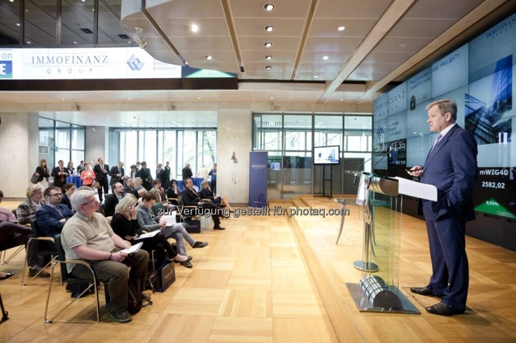 Eduard - Bilder zum Immofinanz-Comeback in Warschau - http://blog.immofinanz.com/de/2013/05/10/immofinanz-in-warschau-ringing-the-bell-und-der-boersenbulle/, © Immofinanz (11.05.2013)