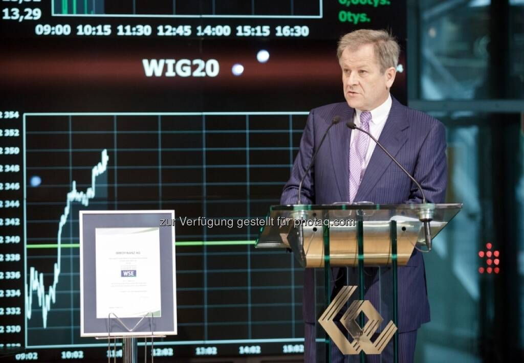 Eduard Zehetner, WIG 20 - Bilder zum Immofinanz-Comeback in Warschau - http://blog.immofinanz.com/de/2013/05/10/immofinanz-in-warschau-ringing-the-bell-und-der-boersenbulle/, © Immofinanz (11.05.2013)