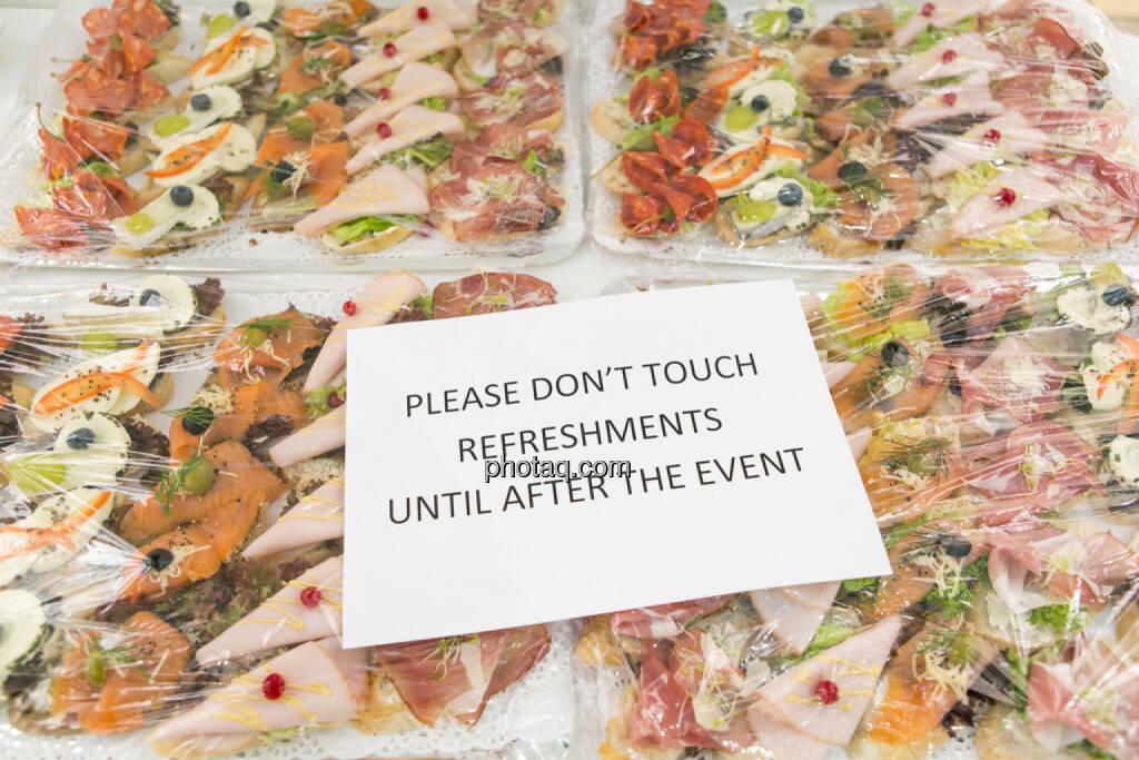please don't touch, © Martina Draper/photaq (16.02.2017)