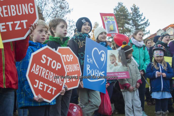 Jugend für das Leben: Marsch fürs Leben gegen Abtreibungen in den Landeskrankenhäusern Vorarlbergs (Fotocredit: JfdL)