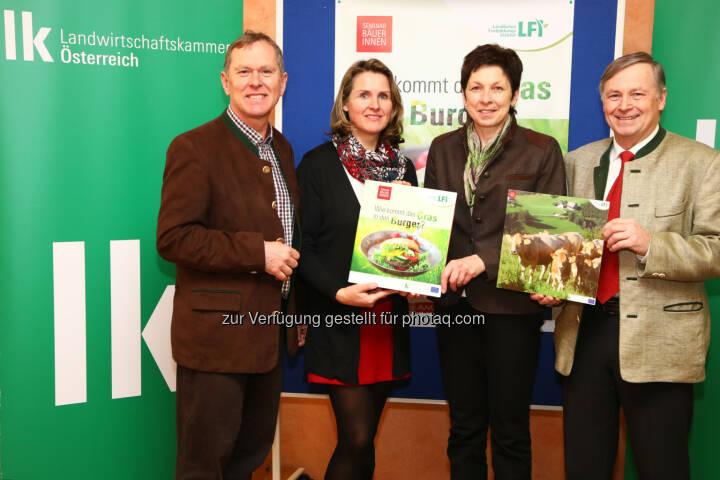 Landwirtschaftskammer Österreich (LKÖ): Schwarzmann stellt neues Schulprojekt Wie kommt das Gras in den Burger? vor (Fotocredit: Landwirtschaftskammer Österreich/APA-Fotoservice/Schedl)