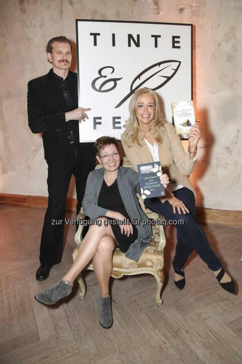 Amazon Publishing stellt Tinte & Feder vor - ein neues Verlagsimprint für zeitgenössische und historische Romane. Götz Otto, Mina Baites und Ellin Carsta beim Launch-Event von Amazon Publishing. - Amazon.de: Amazon Publishing stellt Tinte & Feder vor - ein neues Verlagsimprint für zeitgenössische und historische Romane (Fotocredit: Amazon.de)