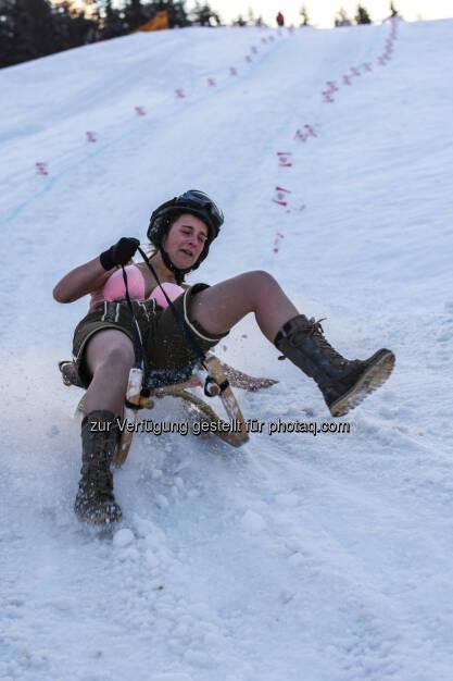 Tourismusverband Kitzbüheler Alpen - Brixental: Rodler ziehen blank (Fotocredit: TVB Kitzbüheler Alpen - Brixental), © Aussender (23.02.2017)