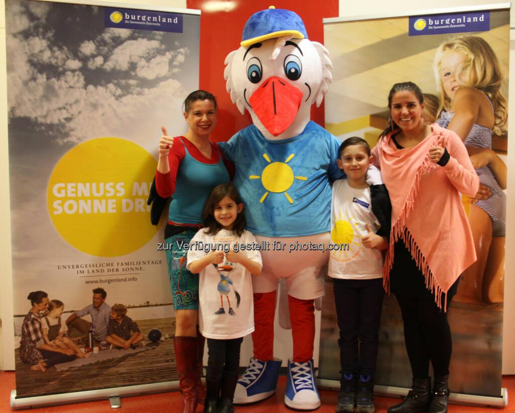 Burgenland Tourismus: Best for Family Burgenland: Höhenflug mit Maskottchen Ottokar Storch (Fotocredit: Burgenland Tourismius), © Aussender (24.02.2017)