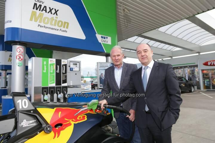Helmut Marko, Motorsportchef Red Bull und Manfred Leitner Vorstandsmitglied OMV - OMV Aktiengesellschaft: Maxximale Leistung erleben: OMV schließt Partnerschaft mit Red Bull Ring (Fotocredit: OMV/APA-Fotoservice/Tanzer)