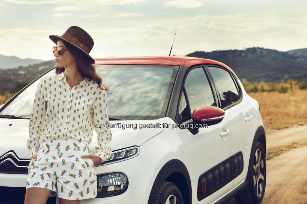 Neuer Citroën C3 - Peugeot Austria GmbH: 4 Jahre und 1 Monat verbringen wir im Laufe des Lebens im Auto - und haben 4 mal Sex darin (Fotocredit: Copyright Susanne STEMMER @ Continental Productions), © Aussendung (24.02.2017)