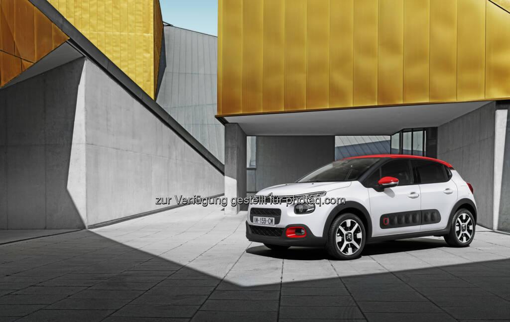 Neuer Citroën C3 - Peugeot Austria GmbH: 4 Jahre und 1 Monat verbringen wir im Laufe des Lebens im Auto - und haben 4 mal Sex darin (Fotocredit: Copyright William Crozes @ Continental Produtions), © Aussendung (24.02.2017)